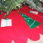 Free Scalloped Christmas Tree Skirt Tutorial